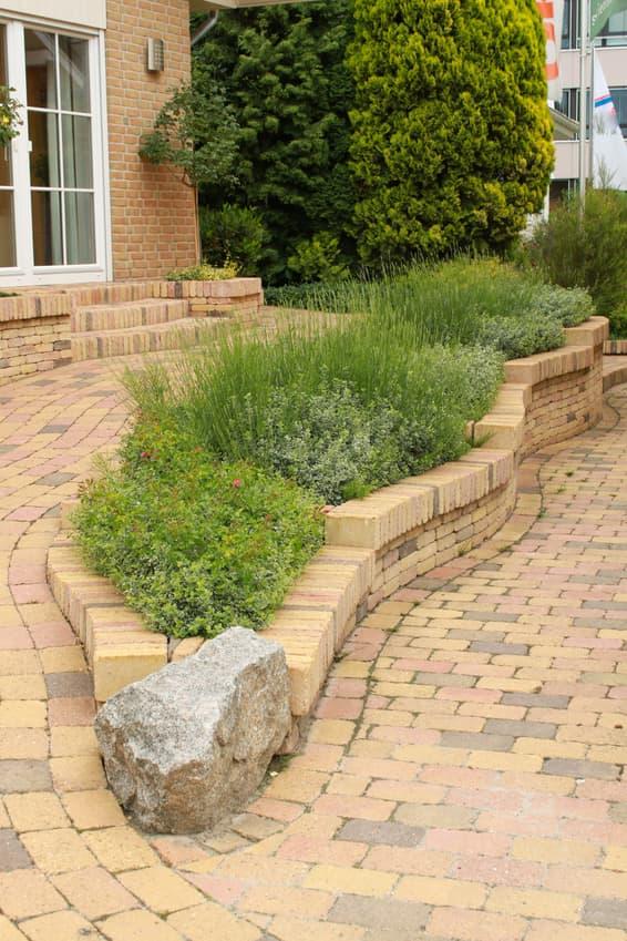 Steinmauer Vorgarten